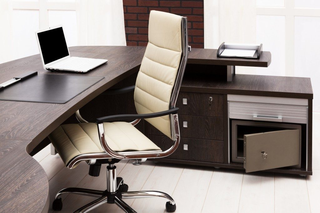 Luxury office station design