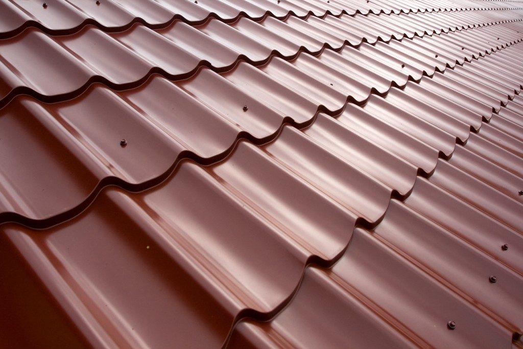 Metal tilde roof