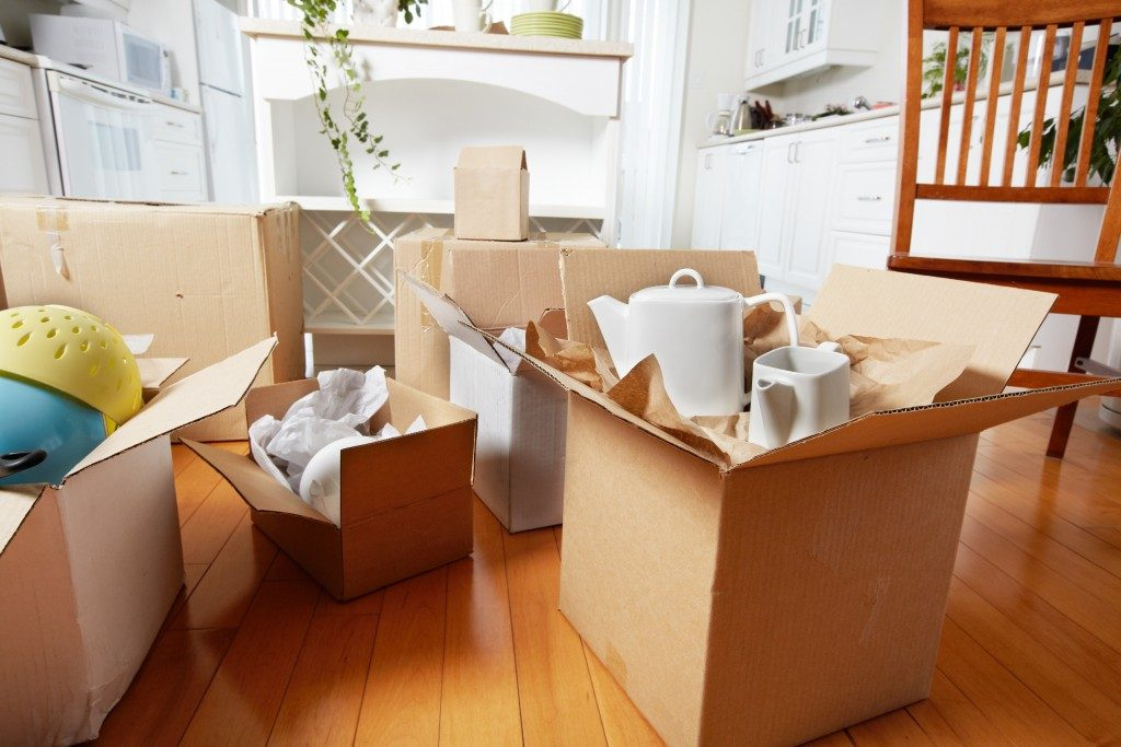 packing appliances and house items