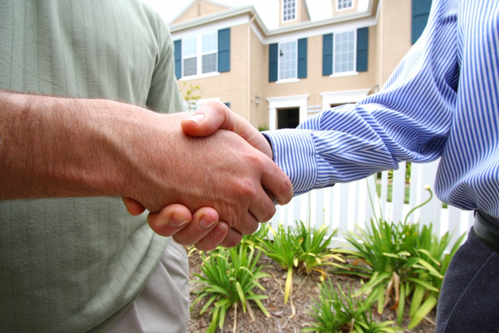 shaking hands for purchase of townhouse
