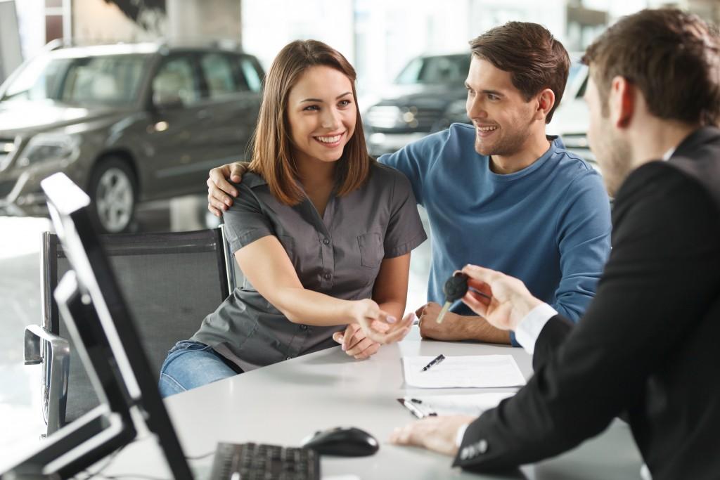 customers in car dealelrship